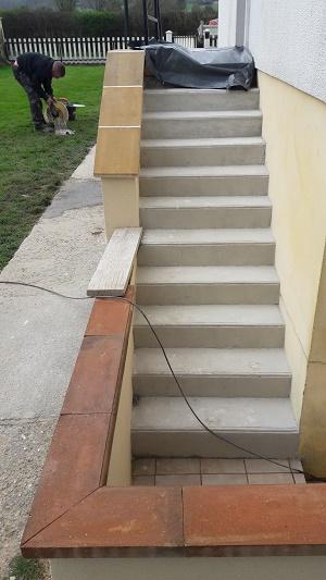 Reconstruction complète d'un escalier et Réfection d'un trottoir en béton désactivé