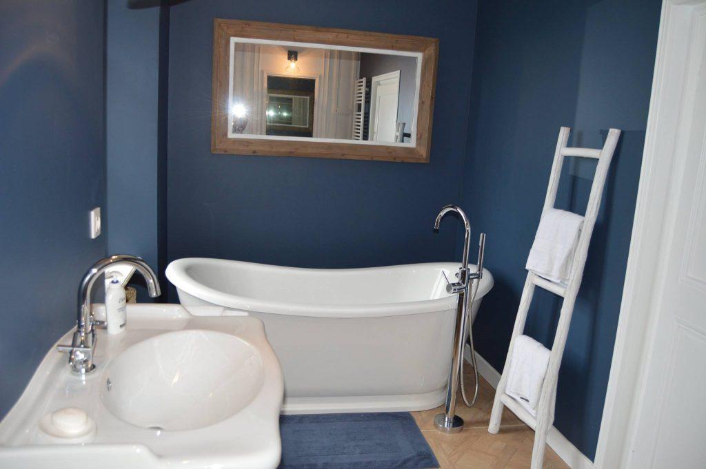 Rénovation d'une habitation …Création de 2 chambres, 2 salles de bains et aménagement de couloir.
